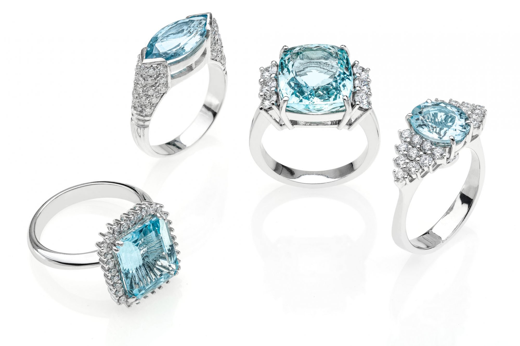 18 KT white gold rings with natural Aquamarine and natural round brilliant cut diamonds