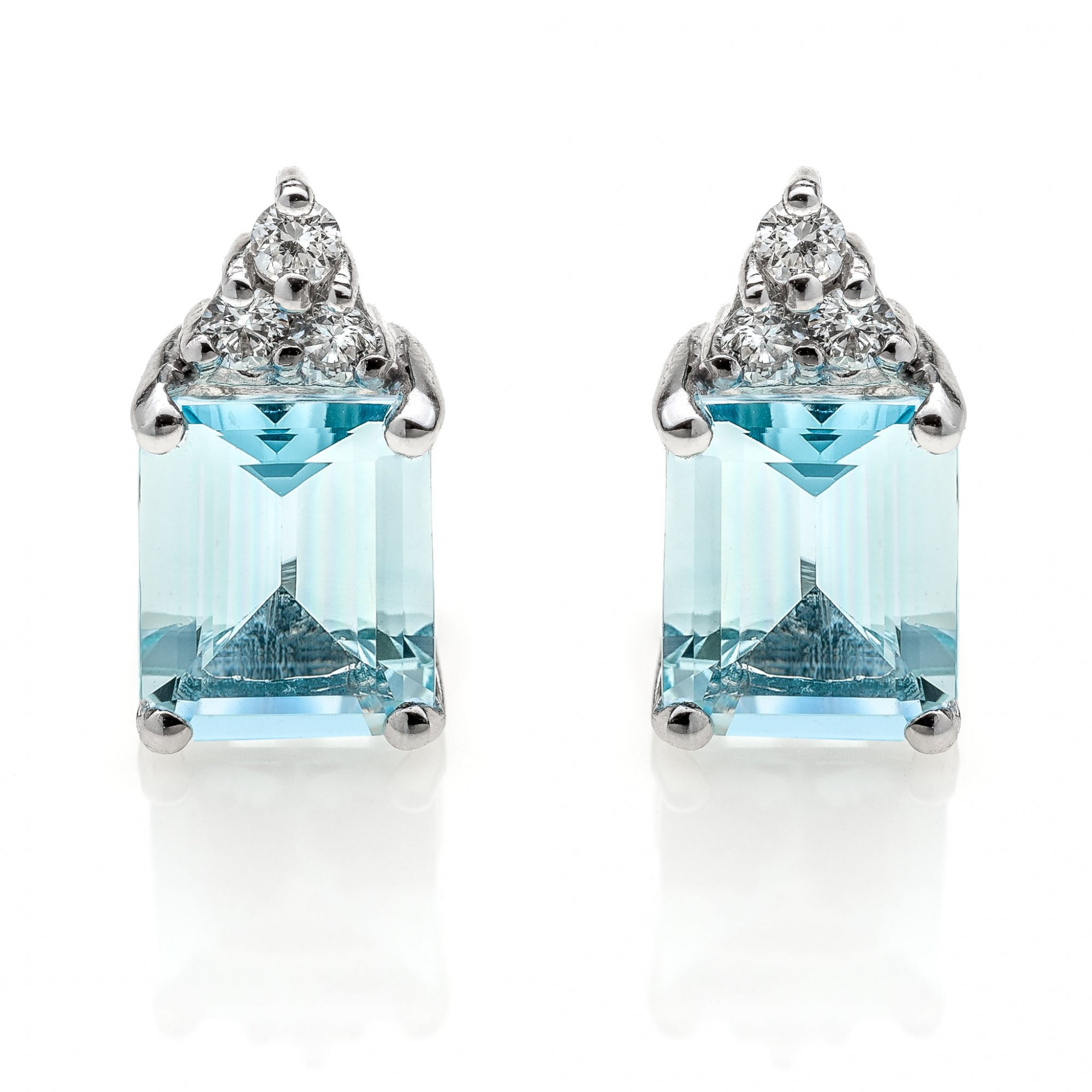 18 KT white gold earrings with natural aquamarine and natural round brilliant cut diamonds