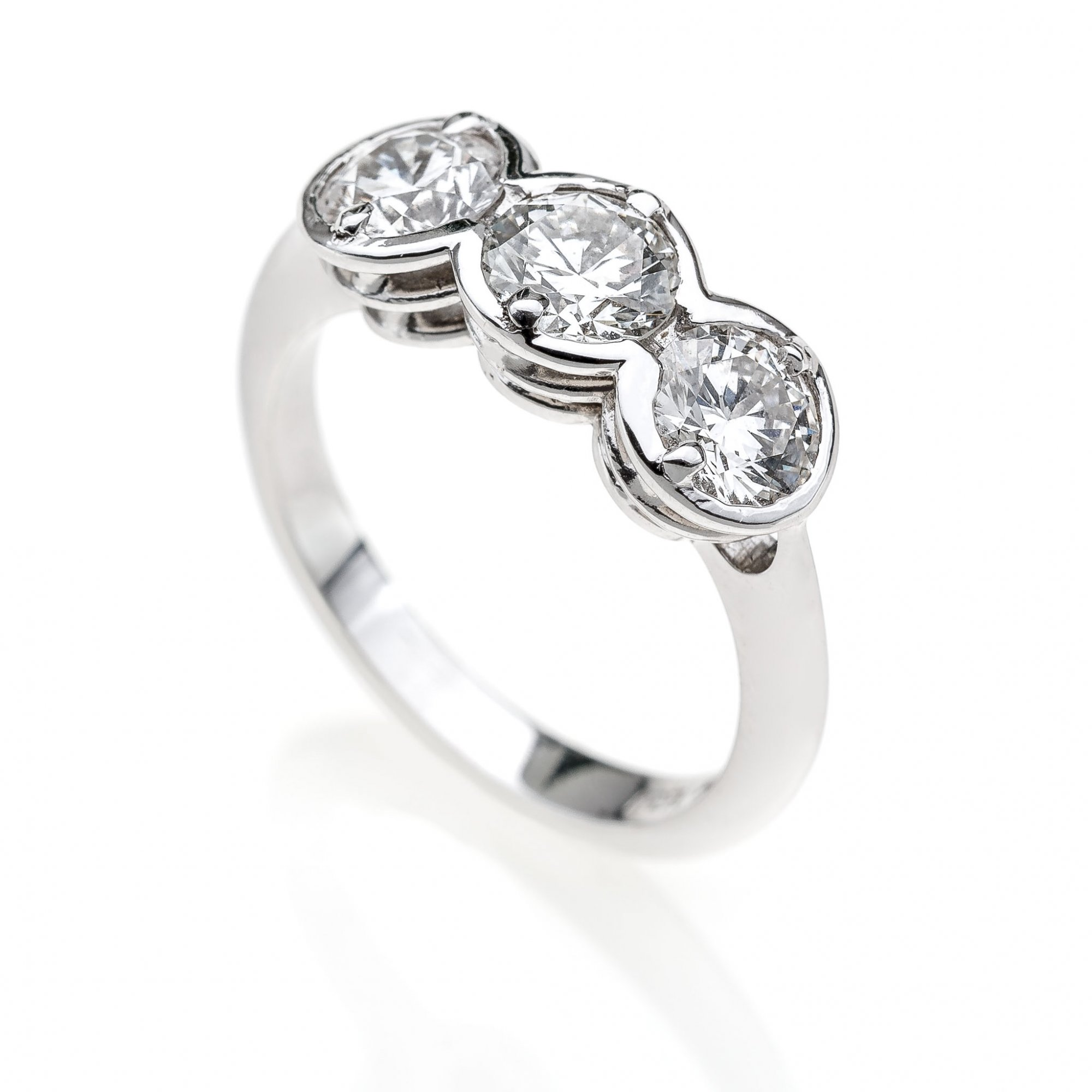 18 KT white gold trilogy ring with round brilliant cut diamonds ct.1.80 VS H color