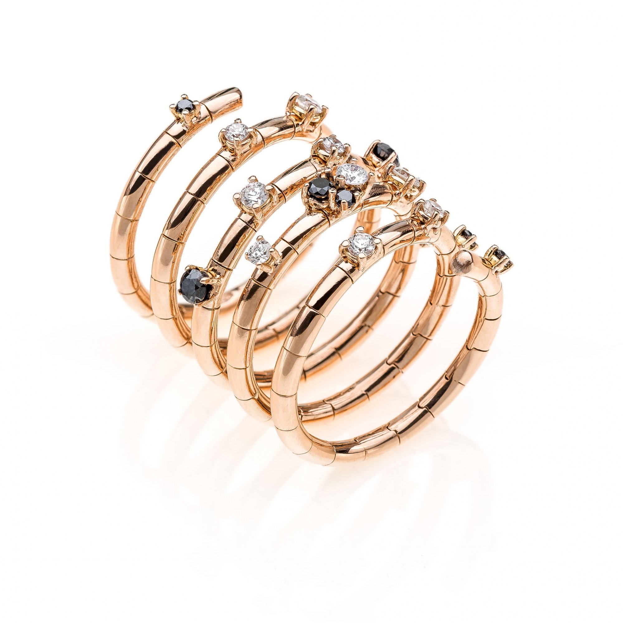 18 KT pink gold ring with round brilliant cut diamonds ct 0.45 and black diamonds ct.0.31
