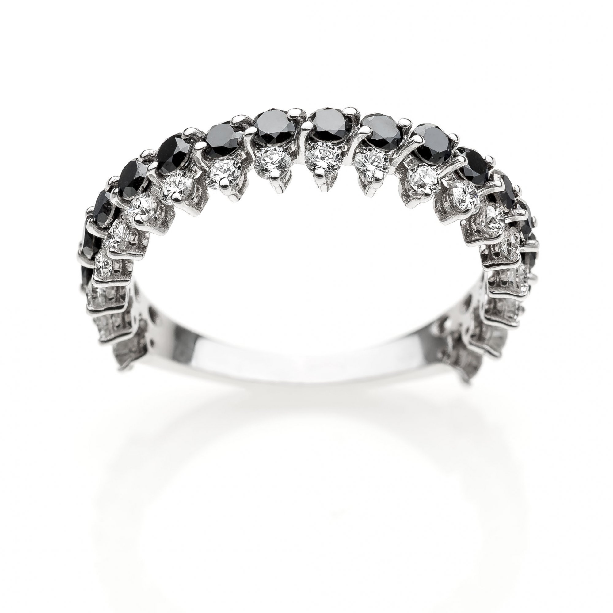 18 KT white gold ring with round brilliant cut diamonds ct.0.15 and black diamonds ct.0.45