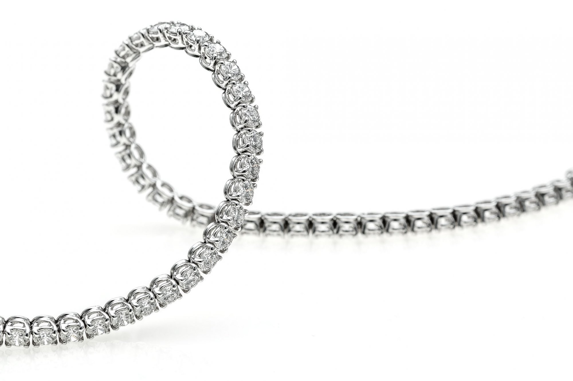 Tennis bracelet in 18 KT white gold white round brilliant cut diamonds ct.4.00 VVS/VS G/F color